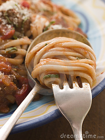 Free Spaghetti And Tomato Sauce Twisted On A Fork Royalty Free Stock Photos - 5950978