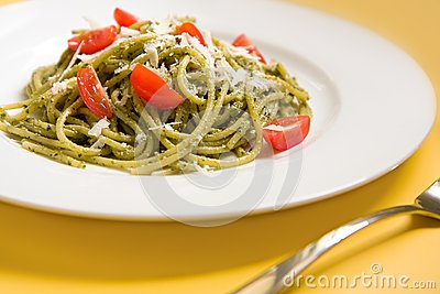 Spaghetti with basil pesto and tomatoes