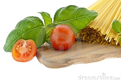 Spaghetti with basil and tomato