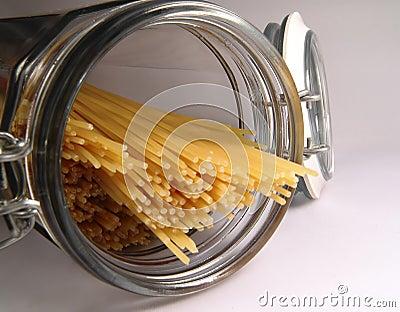 Spaghetti binnen in Kruik