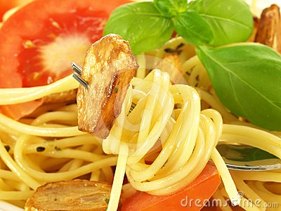 Spaghetti with garlic, closeup
