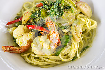 Spaghetti and green curry sauce
