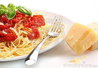 Spaghetti noodles with homemade tomato sauce