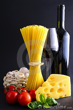 Free Spaghetti Pasta And Wine Stock Images - 18723764