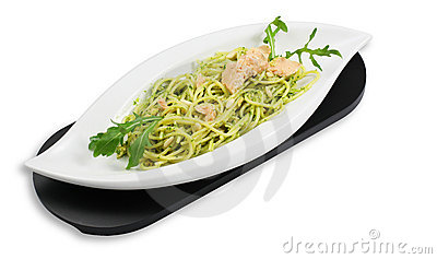 Spaghetti pesto with salmon and arugula