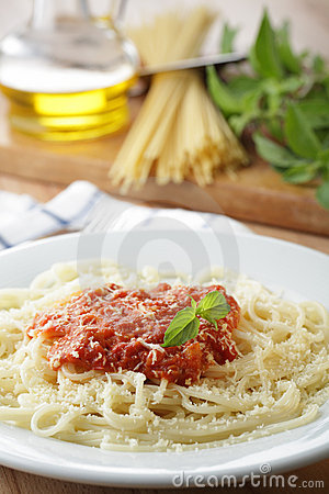 Spaghetti with salsa