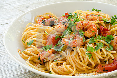 Spaghetti with shrimps and parsley