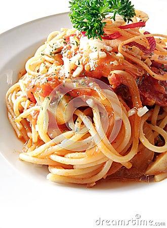 Spaghetti, tomato & mushrooms