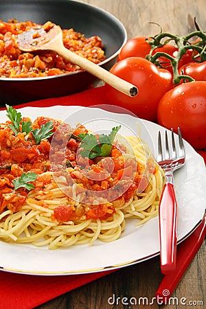 Spaghetti with tomato sauce.