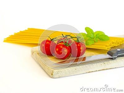 Spaghetti, tomatoes and basil