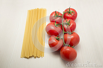Spaghetti and tomatoes ready to cook