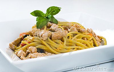 Spaghetti with tuna and fresh tomato