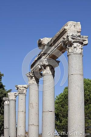 Spalten im Tetragonos Agora