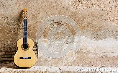 spanische gitarre auf wand lizenzfreie stockbilder bild 6449579. Black Bedroom Furniture Sets. Home Design Ideas