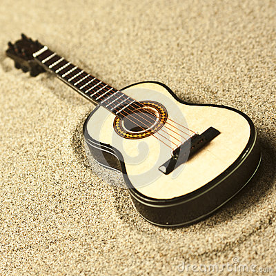 Free Spanish Guitar In The Sand Royalty Free Stock Images - 51198539