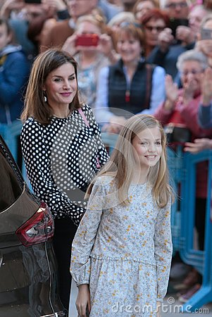 Free Spanish Royal Queen Letizia Gestures With Daughter Princess Leonor Royalty Free Stock Photos - 113603718