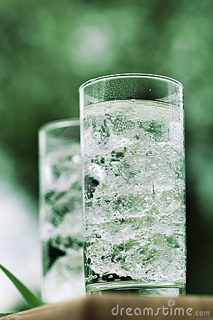 Free Sparkling Mineral Water With Icecubes Royalty Free Stock Photos - 5096128