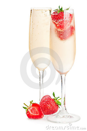 Free Sparkling Wine (champagne) And Strawberry Royalty Free Stock Photo - 19951265