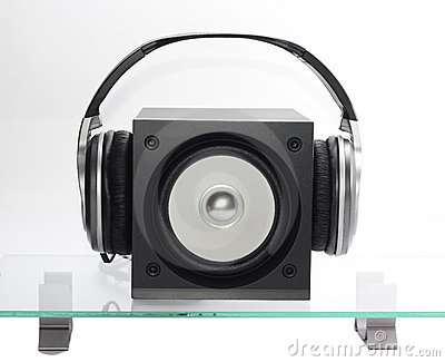 Speaker with headfones