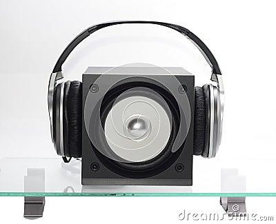 Speaker with headfones