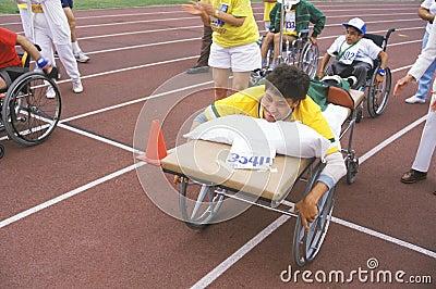 Speciale Olympics atleet op brancard, Redactionele Afbeelding