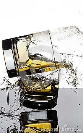 Free Spectacular High Speed Shot Of Whiskey Glasees Breaking Royalty Free Stock Photography - 103879597