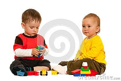 Spelend Met Blokken Twee Peuters Stock Foto - Afbeelding: 14510440: nl.dreamstime.com/stock-foto-spelend-met-blokken-twee-peuters...