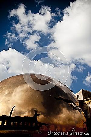 Spheren och skyen Redaktionell Arkivbild