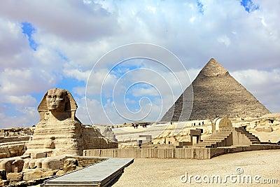 Sphinx e pirâmide