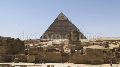 Sphinx e pirâmide em Egipto