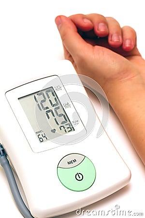 Sphygmomanometer and arm