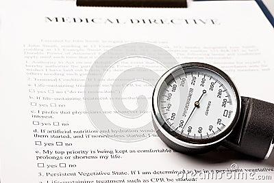 Sphygmomanometer op medisch richtlijndocument