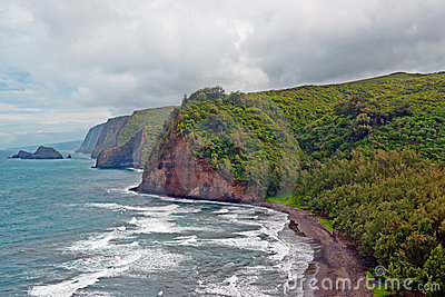 Spiaggia della valle di Polulu sulla grande isola in Hawai