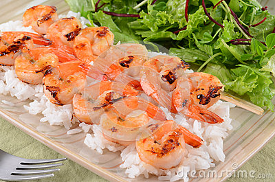 Spicy prawn skewers with rice and greens