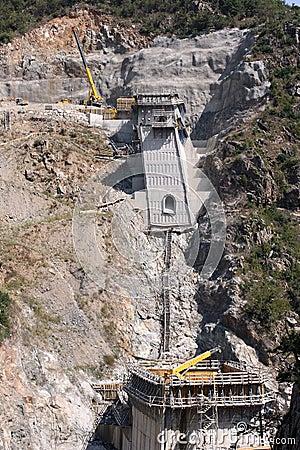 Spillway construction in a new dam
