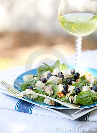 Spinach And Grogonzola Cheese Salad