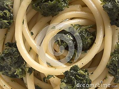 Spinach spaghetti pasta