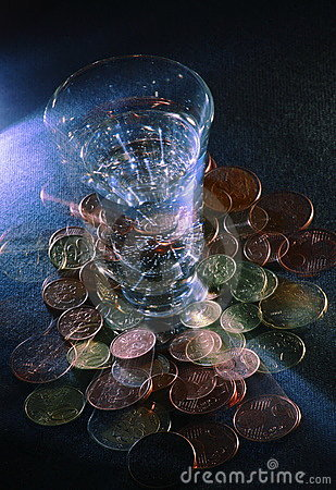 Spinning drink with coins