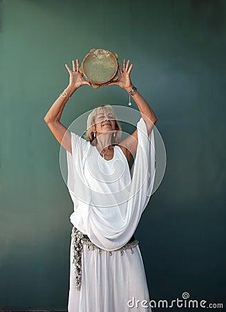 Free Spiritual Musician Woman Royalty Free Stock Images - 16209859