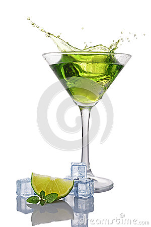 Free Splash In Glass Of Green Alcoholic Cocktail Drink With Lime, Mint And Ice Cube Royalty Free Stock Photos - 91263568