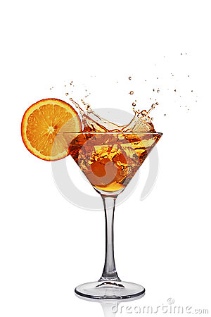 Free Splash In Glass Of Transparent Alcoholic Cocktail Drink With Slice Orange And Ice Royalty Free Stock Photography - 90174157