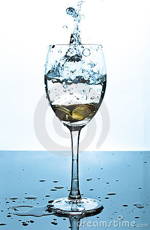 Free Splash Of Water And Coins In A Glass Royalty Free Stock Photography - 16460777