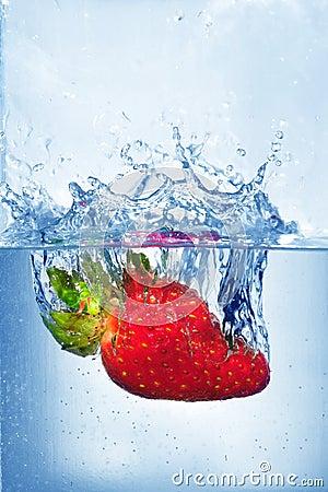 Free Splashing Strawberry Royalty Free Stock Photos - 4623788