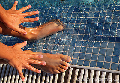 Splayed fingers and toes are putted in water
