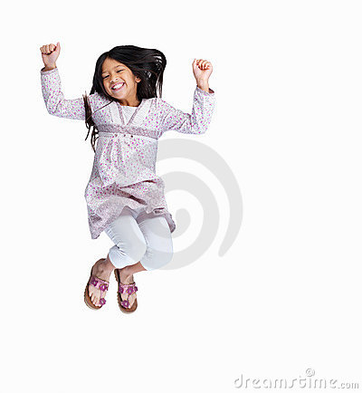Spännande flicka isolerad banhoppning upp vitt barn