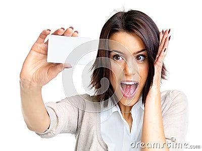 Spännande kvinnlig för blankt kort som rymmer litet barn
