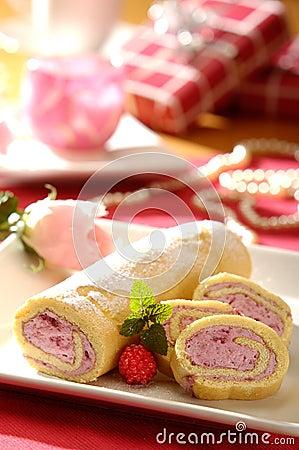 Free Sponge Cake Roll With Raspberry Cream Stock Image - 19116111