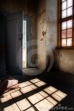 Free Spooky Attic Room Stock Images - 5081464