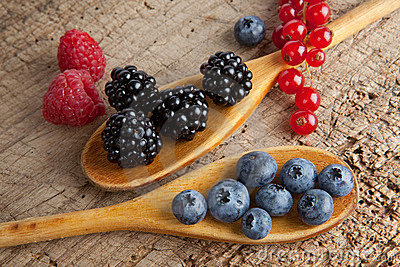 Spoos with berries