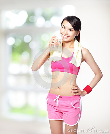 Sport girl drinking water